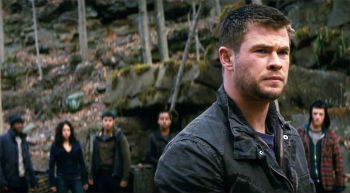 red-dawn-2012-still-hemsworth-still.jpg