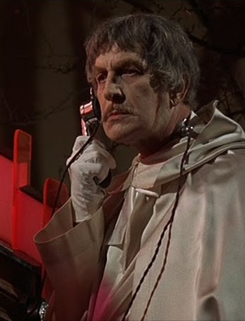 Phibes-Review-ext3.jpg