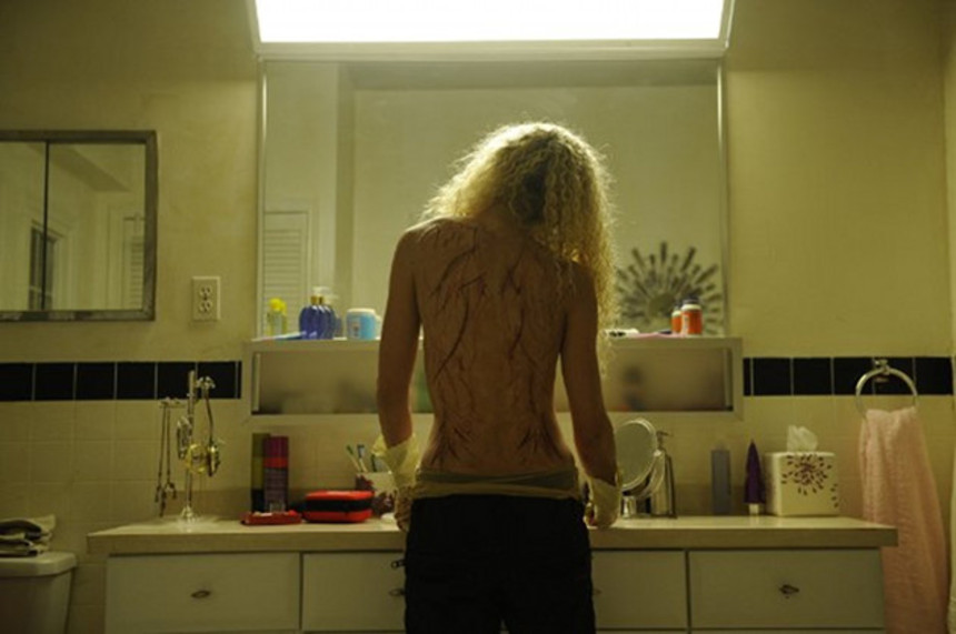 Review: ORPHAN BLACK S1E04, EFFECTS OF EXTERNAL CONDITIONS (Or, Someone Call The Dermotologist)