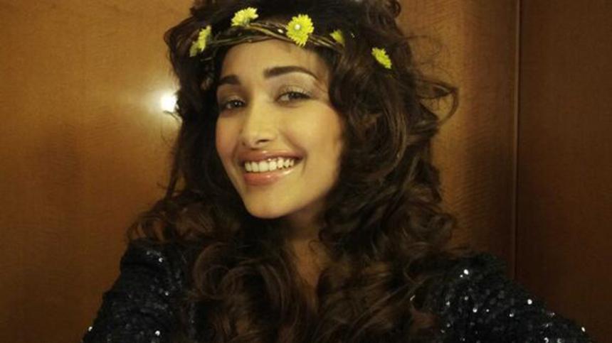 Bollywood Starlet, Jiah Khan (NISHABD, GHAJINI), Dead Of Apparent Suicide