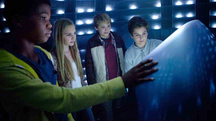 Review: EARTH TO ECHO, An Alien Loose In Suburbia