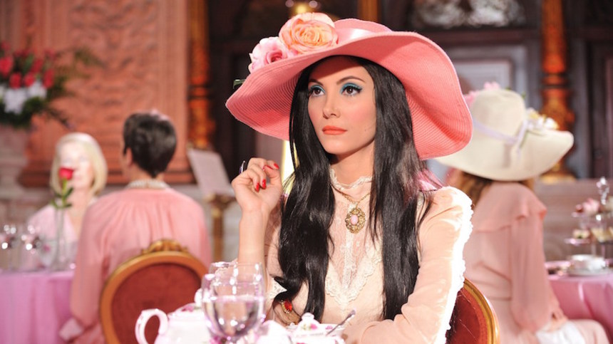 Interview: Unpacking The Technicolor Radiance Of THE LOVE WITCH With Director Anna Biller