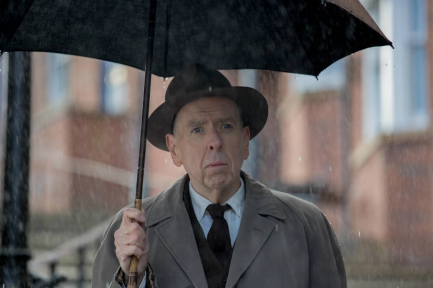Edinburgh 2019: Timothy Spall Is Artist L.S. Lowry In Clip From Festival Closing Film MRS LOWRY & SON